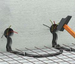 Как должен производиться монтаж электропроводки в полу?
