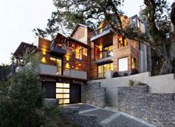 Грамотное строительство домов на склоне: трудности и преимущества